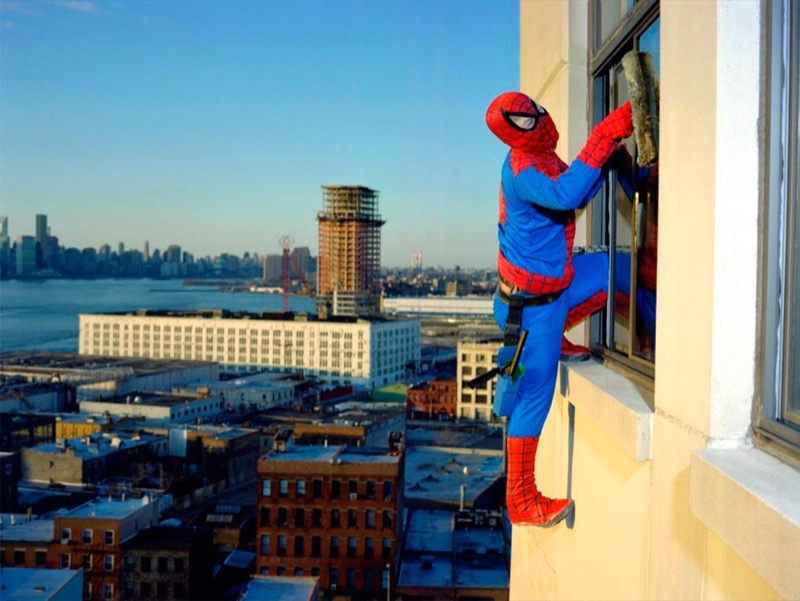 The real story of the Superheroes Bernabe Mendez from the State of Guerrero. Works as a professional window cleaner in New York he sends 500 dollars a month. http://www.dulcepinzon.com/